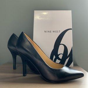 🖤Nine West Black Leather Heels 6M